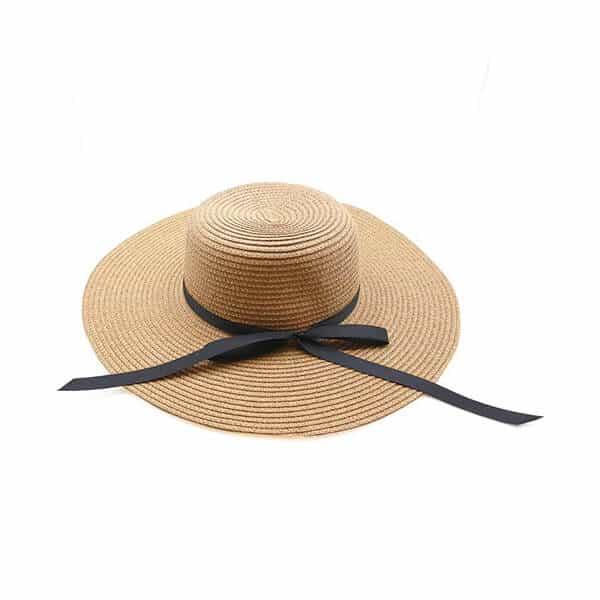 כובע קש חום עם סרט שחור